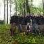 Team Bedrock, hoch oben in den Bergen der Karpaten, von den Reportern aufgespürt.